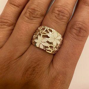 Chunky flower ring